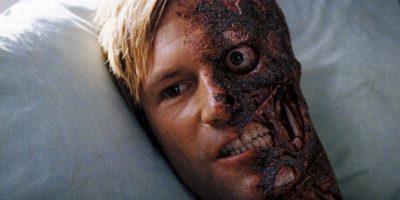"""""""Two Face"""", interpretado por el actor Aaron Eckhart en la pelícual a """"Batman: The Dark Knight"""". Foto:Warner Bros."""