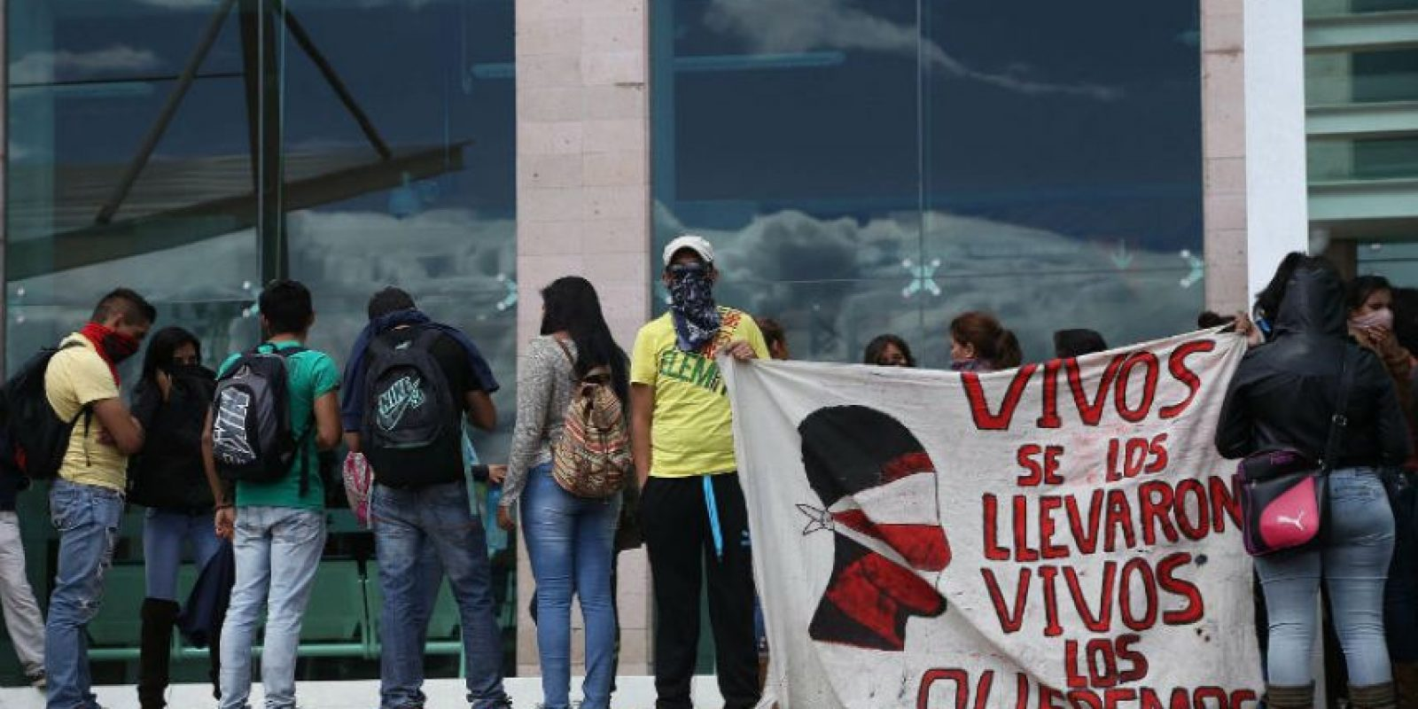 Mexicanos protestas por la aparición de los 43 estudiantes Foto:AFP