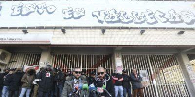 """El colectivo de aficionados del Rayo Vallecano Bukaneros ha negado """"rotundamente"""" este jueves su implicación en la pelea que el domingo se produjo en las cercanías del estadio Vicente Calderón. Foto:EFE"""
