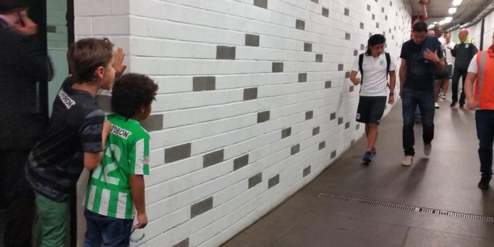 Los futbolistas del conjunto colombiano a su arribo al estadio Foto:Twitter: @nacionaloficial