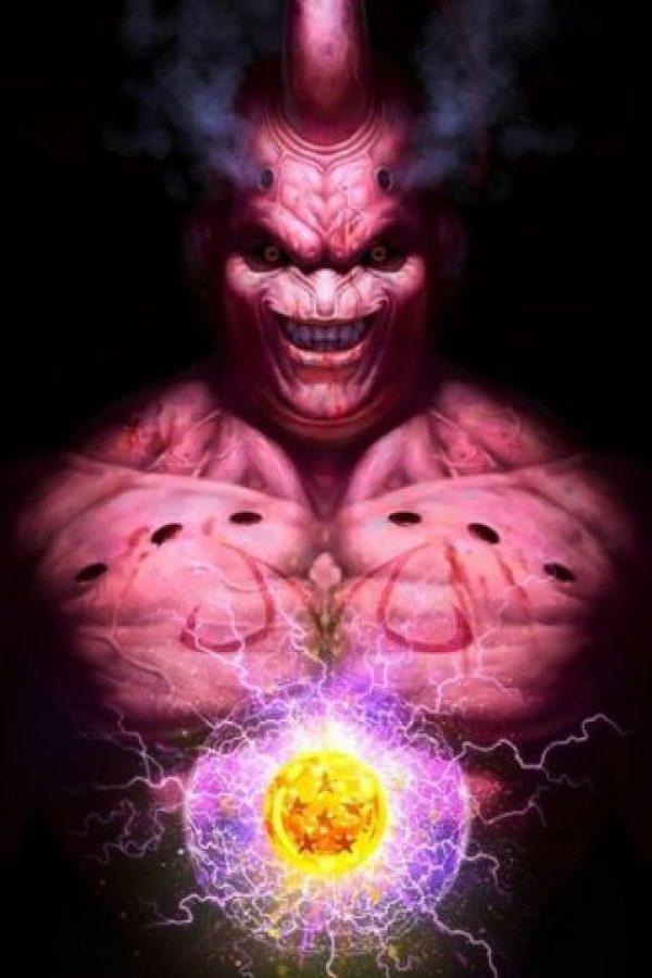 Majin Boo fue creado por Bibidi, pero es finalmente su hijo quien lo libera. Logra vencer a Gokú con una Genkidama y pasa por varias transformaciones. Foto:Angus Yi