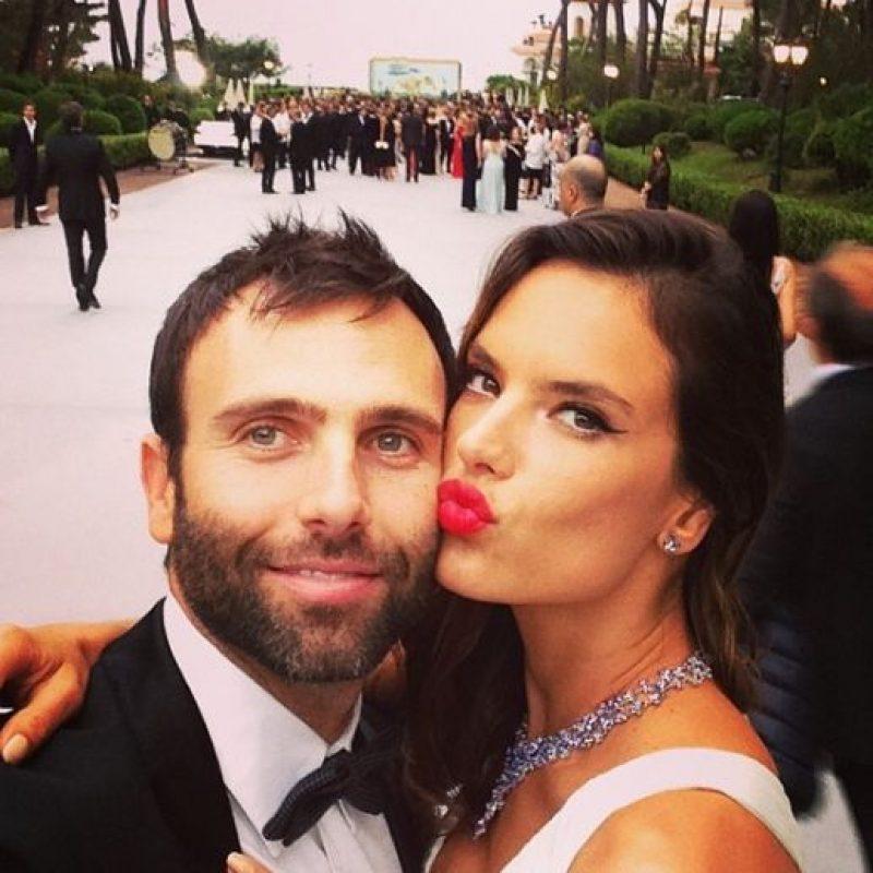 Está comprometida con el empresario Jamie Mazur Foto:Instagram