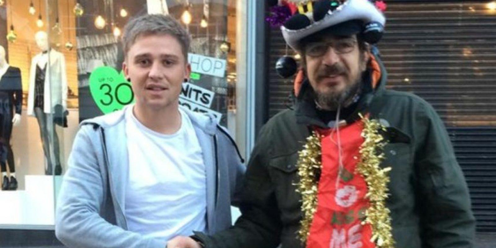 Lee Houghton se hizo amigo de este mendigo, al que le daba café y rosquillas todas las mañanas. Foto:Lee Houghton/Twitter