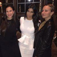 Kim con sus amigas Foto:Instagram @kimkardashian