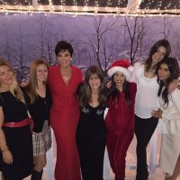 Kris Jenner, Kourtney Kardashian, Kendall Jenner y Kim Kardashian con sus amigas Foto:Instagram @kimkardashian