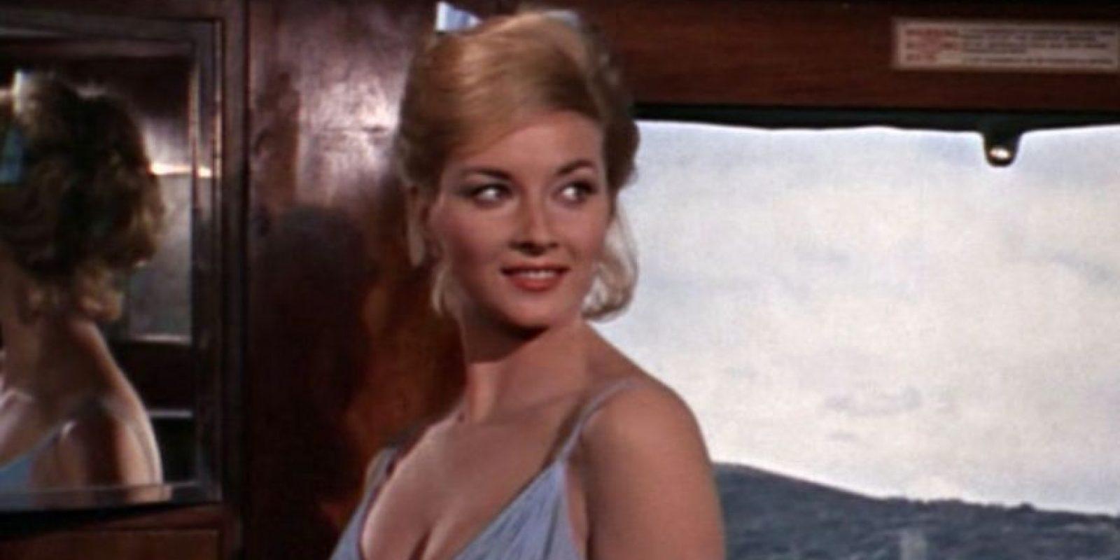 Daniela Bianchi, participó en la saga como Tatiana Romanova una empleada del gobierno Ruso a la cual SPECTRE usa (sin que ella lo sepa) para tenderle una trampa James Bond.