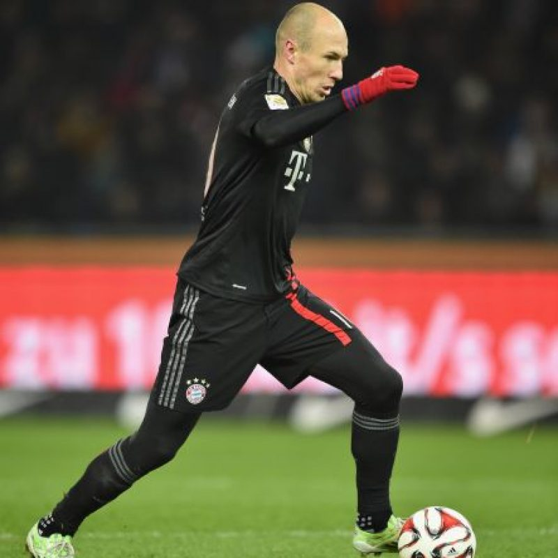 El holandés acoustumbra jugar en la banda derecha para golpear a puerta con la pierna cambiada