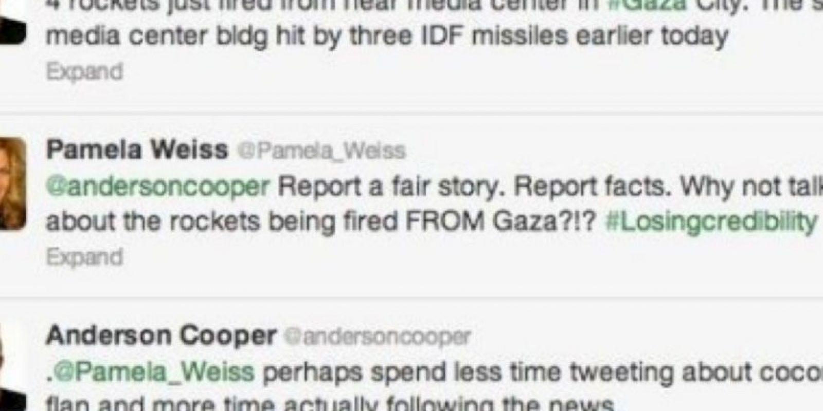 """Anderson Cooper reporta sobre la situación en Gaza. Una mujer le dice que reporte con datos. Este le responde: """"Quizás deberías tuitear menos de donas y ver las noticias"""" Foto:Twitter"""