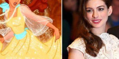 """8. La actriz Anne Hathaway es sumamente parecida a Belle de """"La Bella y la Bestia"""" Foto:Totally Looks Like"""
