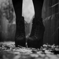 """Es cierto que los tacones alargan las piernas, influyen en la actitud, el andar y dan un poco de sensualidad a una silueta"""", añade. Foto:Tumblr.com/Tagged-tacones"""
