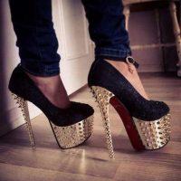 """""""Los hombres siempre han fantaseado con las mujeres que usan tacones altos"""", dice Inés Mercadal, diseñadora de Atelier Mercadal, una marca parisina de calzado. Foto:Tumblr.com/Tagged-tacones"""