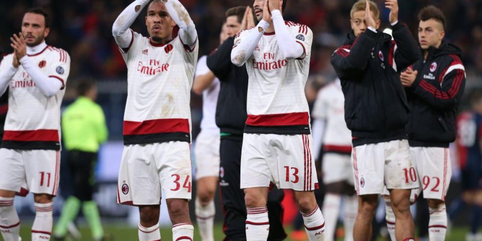 Los jugadores del Milan al final del partido. Foto:AFP