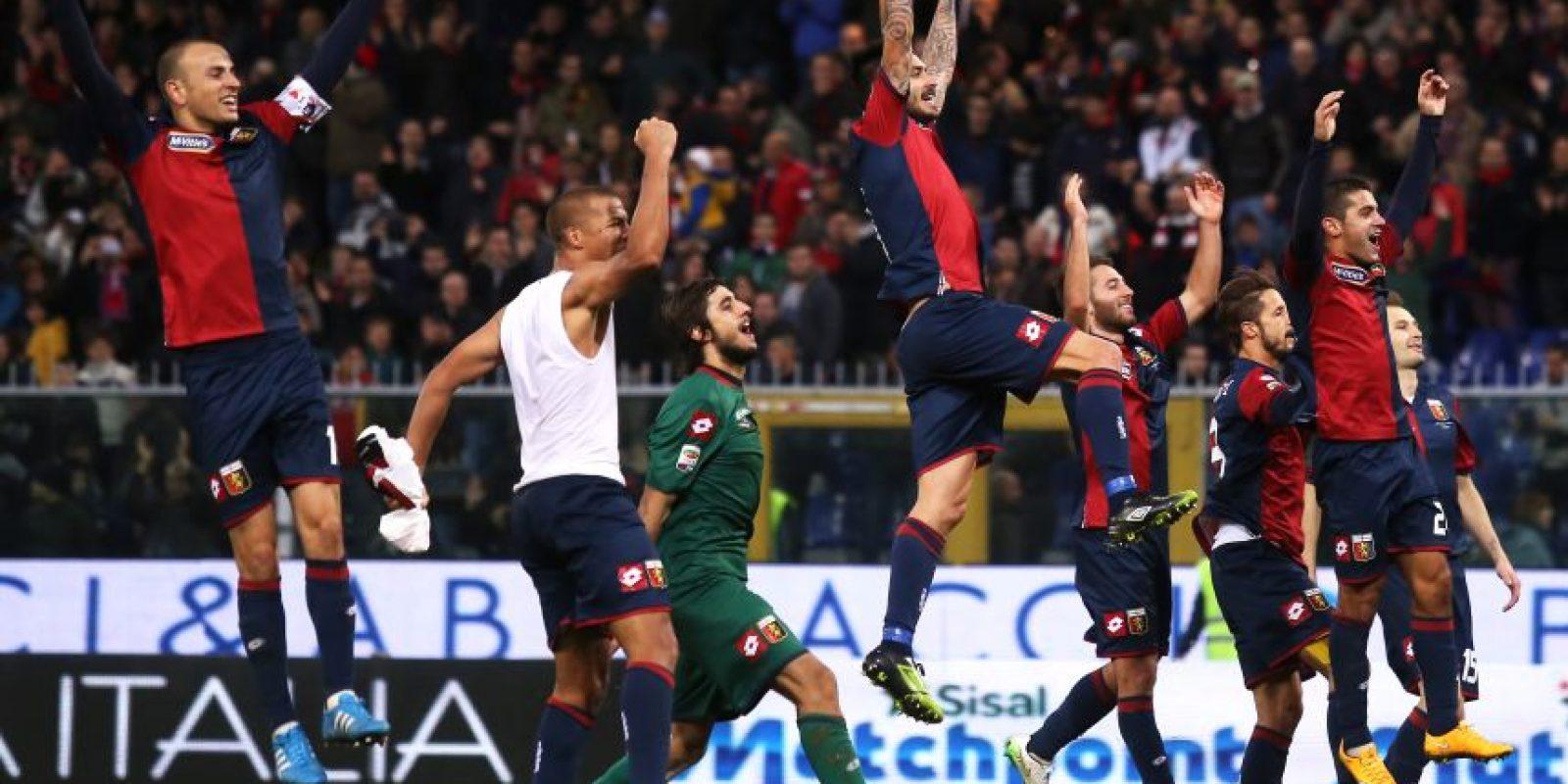 Así celebraron el triunfo, los jugadores del Génova. Foto:AFP