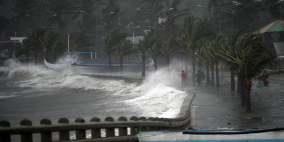FOTOS. Tifón derriba viviendas al iniciar devastador recorrido en Filipinas