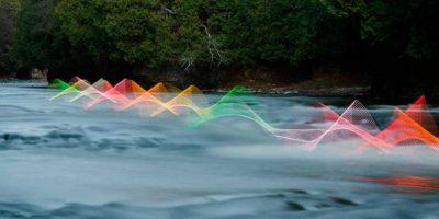 FOTOS: Luces muestran el movimiento de las personas a través del agua