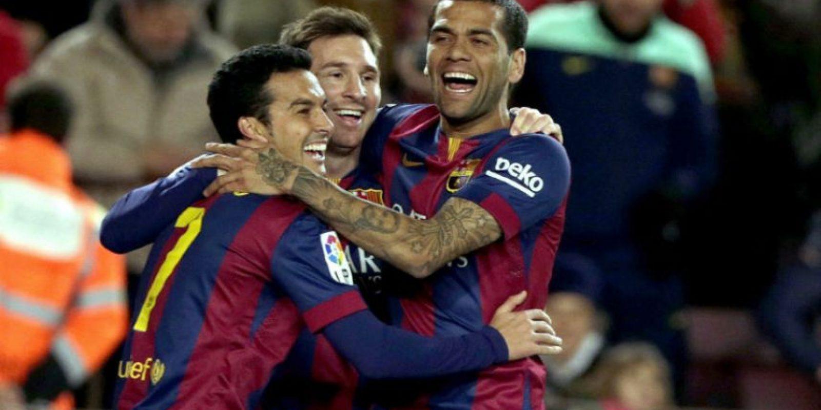 Messi celebra junto con Pedro y Dani Alves. Foto:EFE