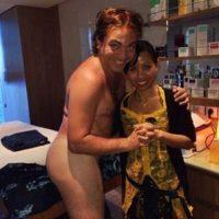 """A principios de este año, Cristian publicó esta fotografía en Twitter a la que título: """"Masajito con saiote"""" Foto:Twitter"""