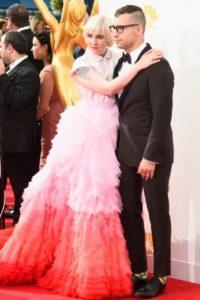 El vestido por supuesto, luce distinto en pasarela. Foto:Getty Images