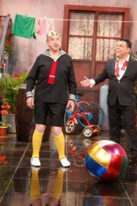 """El actor se vistió como """"Kiko"""" para reencontrarse con """"El Chavo"""" Foto:Fscebook/Porque hoy es sábado"""