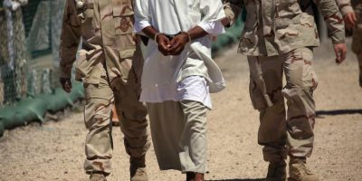 El informe de igual forma critica el trato a los detenidos en lugares como la Base militar de Guantánamo. Foto:Getty Images