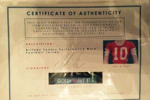 El certificado de autenticidad de una camiseta de fútbol de Britney Spears Foto:Cooperowen.com