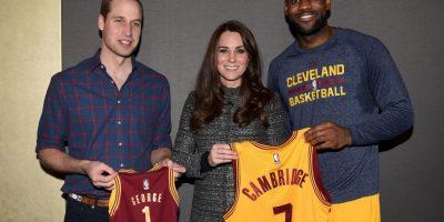 Los miembros de la realeza compartieron unos momentos con el basquetbolista Foto:Getty