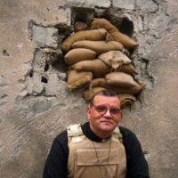 Cannon White es un vicario británico que se encuentra en Irak. Foto:twitter.com/vicarofbaghdad