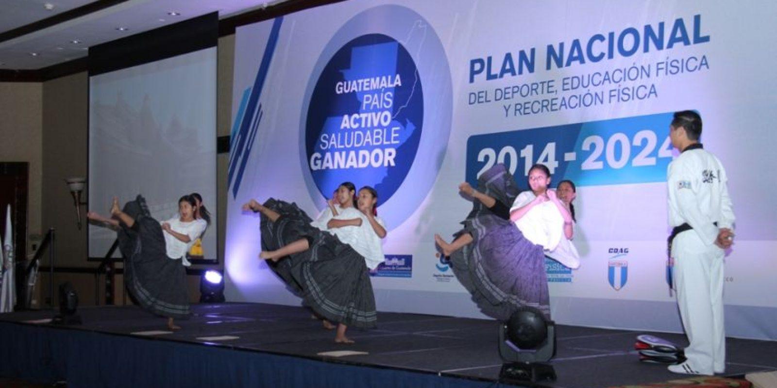 Anoche fue presentado el Plan Nacional del Deporte, Educación Física y Recreación Física 2014-2024. Foto:Prensa Digef