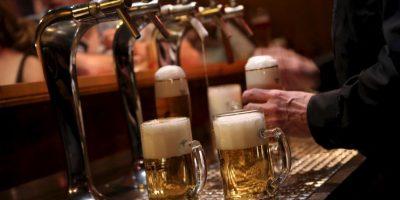 Hay que tomar en cuenta que las bebidas mezcladas tienen más calorías Foto:Getty Images