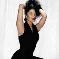 Según el libro de Chris Pérez, viudo de Selena, la cantante estaba consciente de que Yolanda Saldivar tenía una pistola. Foto:Facebook/Selena