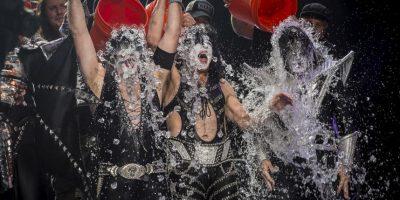 El reto consistía en bañarse con una cubeta con agua fría y retar a sus amigos a hacerlo, todo grabado en video Foto:Getty Images