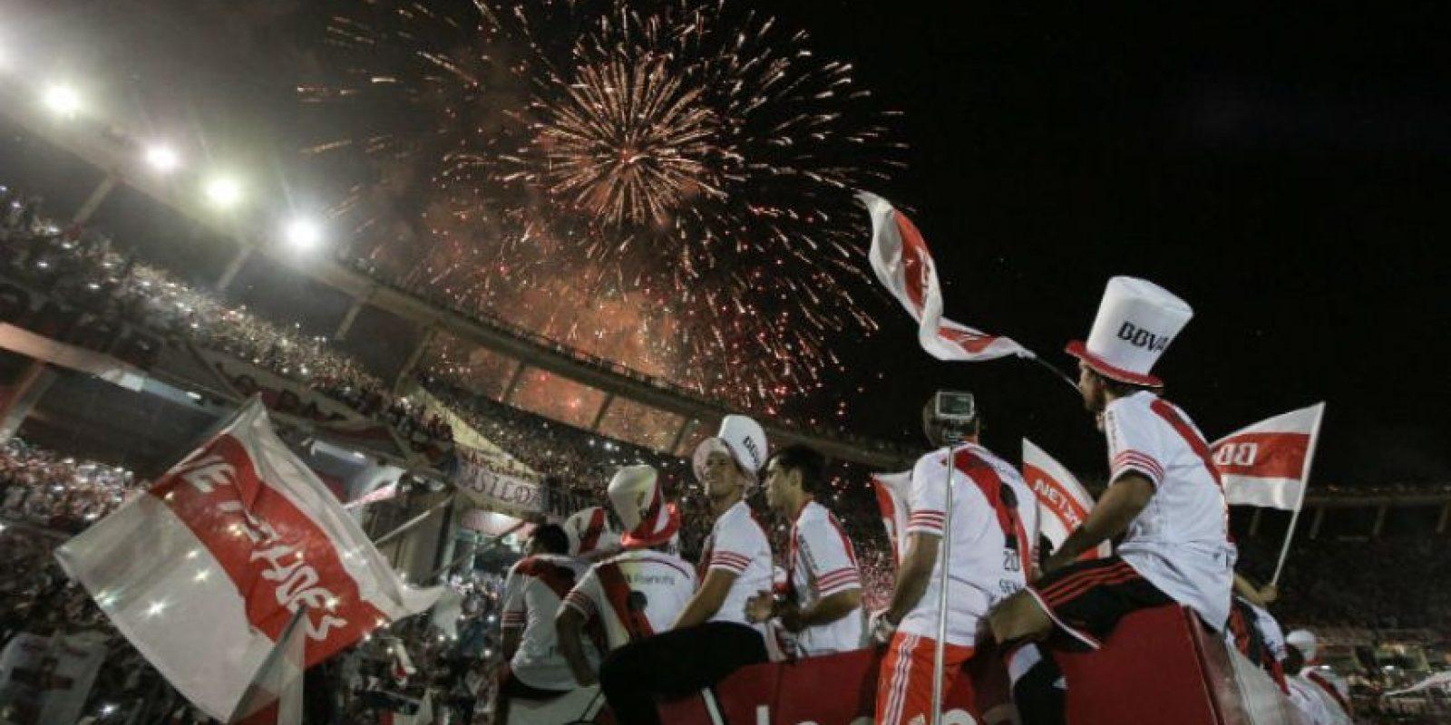 Luces de bengala embellecieron el festejo de los millonarios. Foto:AFP