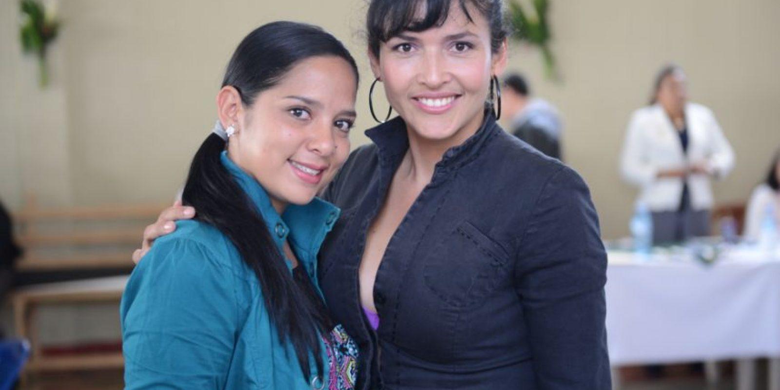 Sandra Vanegas (negro) acompañada de la costarrisense Ailyn Barantes Foto:Oliver de Ros
