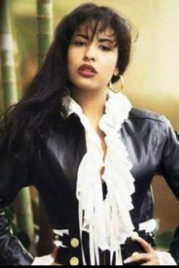 """Tenía miedo de cortar su cabello y perder su talento, algo así como la historia de """"Sansón"""". Foto:Facebook/Selena"""