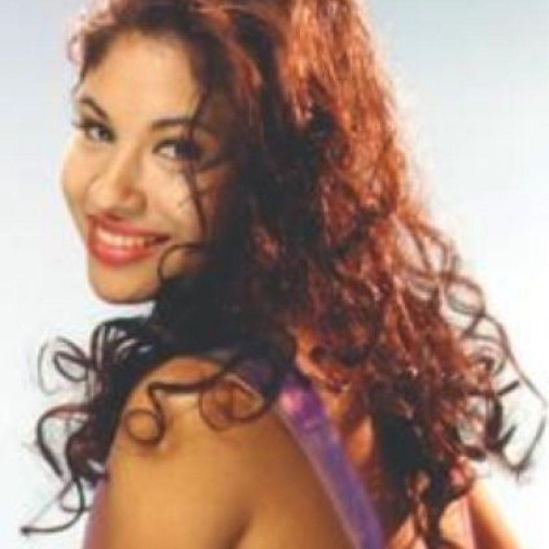 Selena permitía que sus fans subieran al escenario para que comprobaran que su cuerpo era natural. Foto:Spotify/Selena