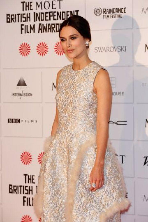 """La actriz, de 29 años, se presentó el domingo pasado en la ceremonia de los premios """"Moët British Independent Spirit Awards"""" con este vestido. Foto:Getty Images"""
