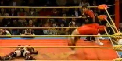 Aunque no formaba parte de la WWE, fue uno de los pioneros de la lucha libre aérea. Lamentablemente en un vuelo cayó con el cuello y quedó paralítico Foto:Youtube: Doctadeth