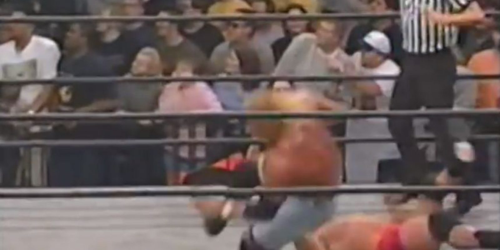 Se rompió la pierna de forma brutal, luego de caer de una mala manera Foto:WWE