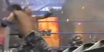 Una escalera impactó su cara. Necesitó cirugía y actualmente está retirado Foto:WWE