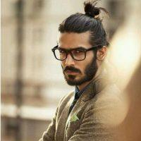 A la barba hay que añadirle el moño. Incluso Jared Leto lo usó. Foto:Instagram