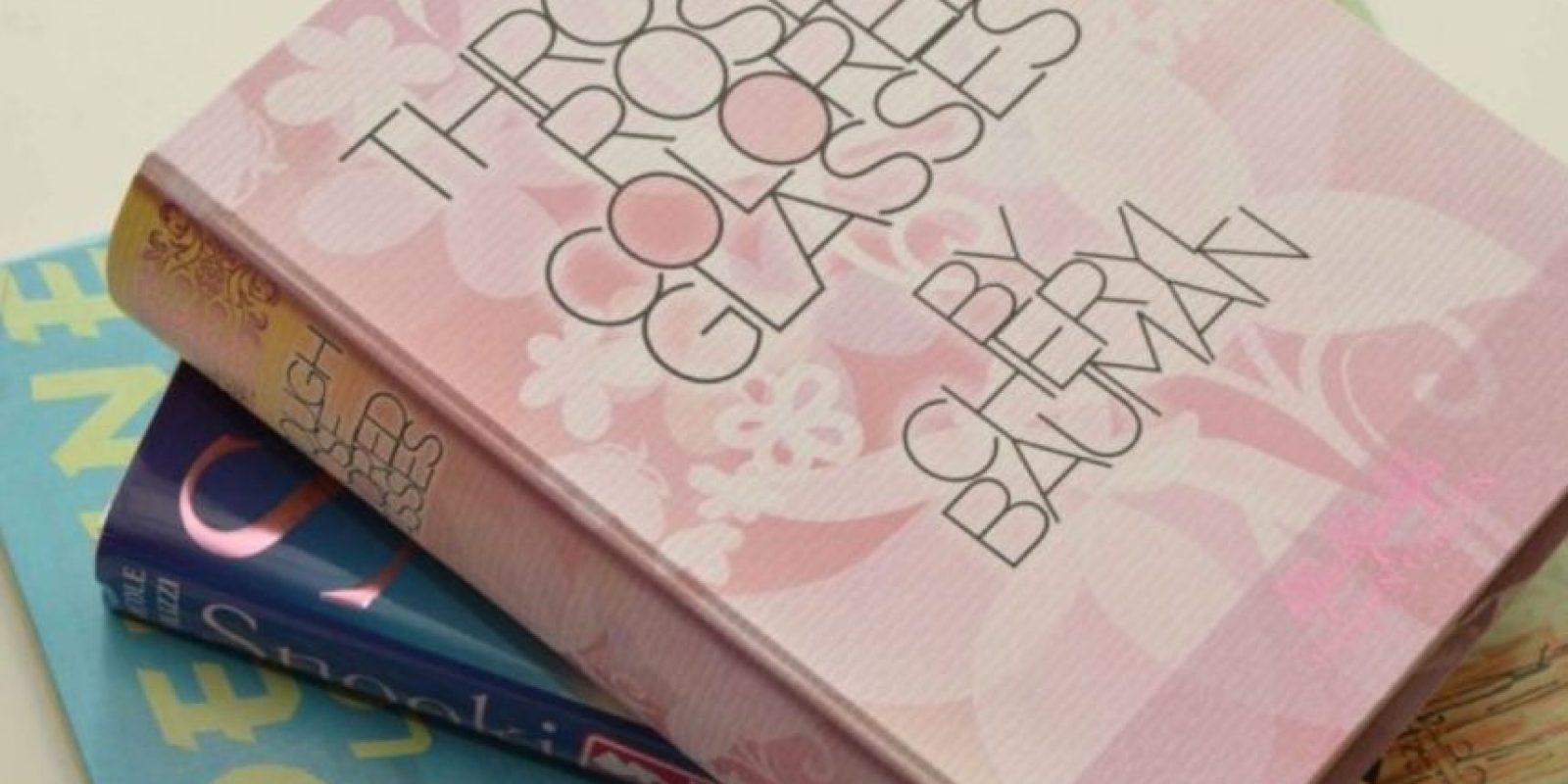 Este adorable librito se llama Through Rose Colored Glasses Foto:Sex Toys