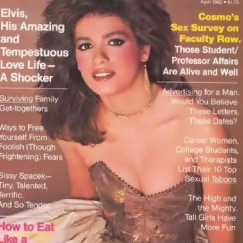 En esta portada de Cosmopolitan tuvieron que ocultar sus brazos para que no se vieran sus pinchazos Foto:Cosmopolitan