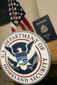2. Algunos estadounidenses también deben pagar un impuesto de salida cuando completan el trámite. Foto:Getty