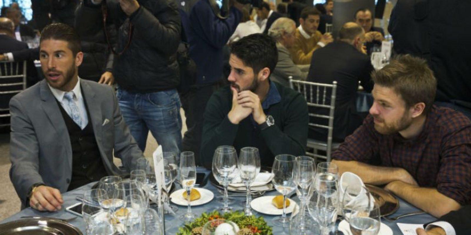 """El defensa Sergio Ramos compartió la mesa con """"Isco"""" y Asier Illarramendi. Foto:EFE"""