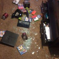 Así quedó la sala de juegos después del ataque de ira de Charles Green Foto:Instagram/lyricoldrap
