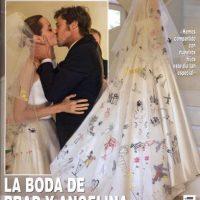 Angelina lució un vestido del diseñador Luigi Massi (Versace) con un velo decorado por sus hijos Maddox, Pax, Zahara, Shiloh, Vivienne y Knox. Foto:Hola