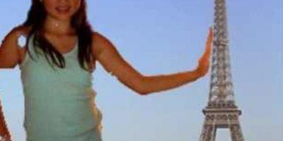 Una niña gigante sobre París. ¡Corran! Foto:Facebook