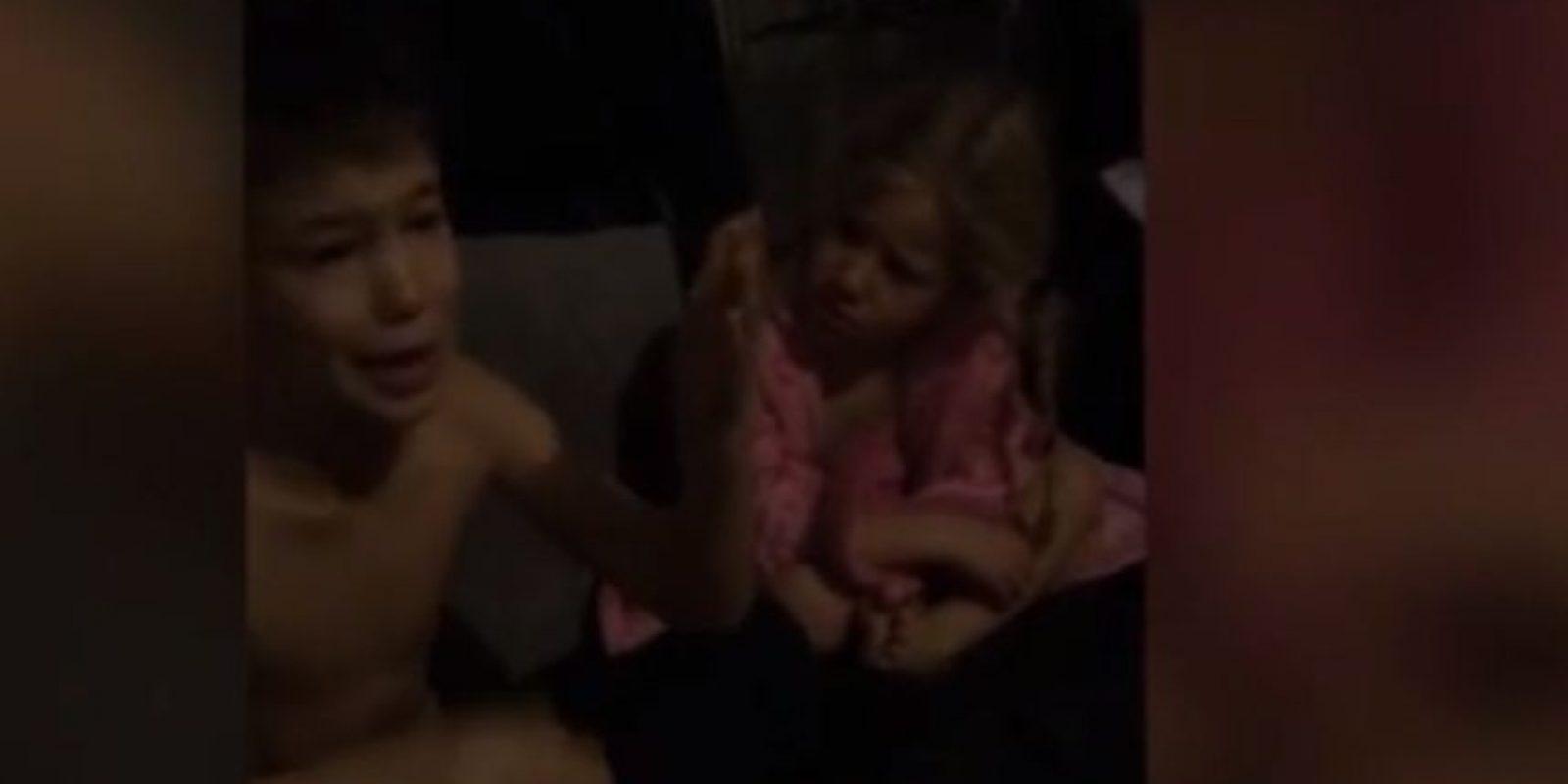 Una madre escribió una carta a sus hijos haciéndose pasar por él. Les dijo que no les daría regalos si no se comportaban. Foto:Youtube/Laura Cole