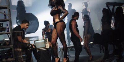 Es la segunda artista femenina de hip hop con mayores ventas en una semana Foto:NickiMinajAtVEVO