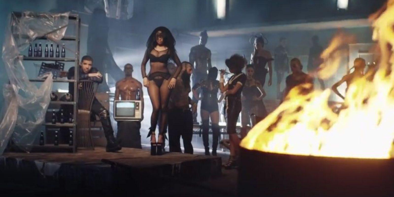 Debutó en los Estados Unidos en el número 2 del Billboard 200 Foto:NickiMinajAtVEVO
